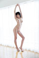 Yurikawa Sara Nude With Arms Raised High Heels