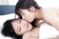 Araki Mai and Kawagoe Yui enjoy pussy licking and toe sucking